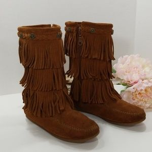 Minnetonka girls fringe suede boots Size 2